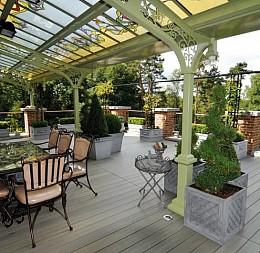 Restaurace a krásná zahradní terasa